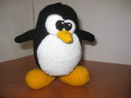 Чудаковатый вязаный пингвин