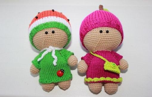 вязаные малыши в шапочках куклы амигуруми схемы вязания игрушек