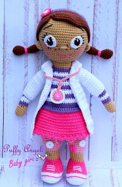 вязаная кукла доктор плюшева