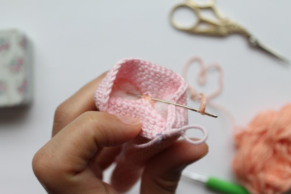 Описание амигуруми куклы балерины связанной крючком