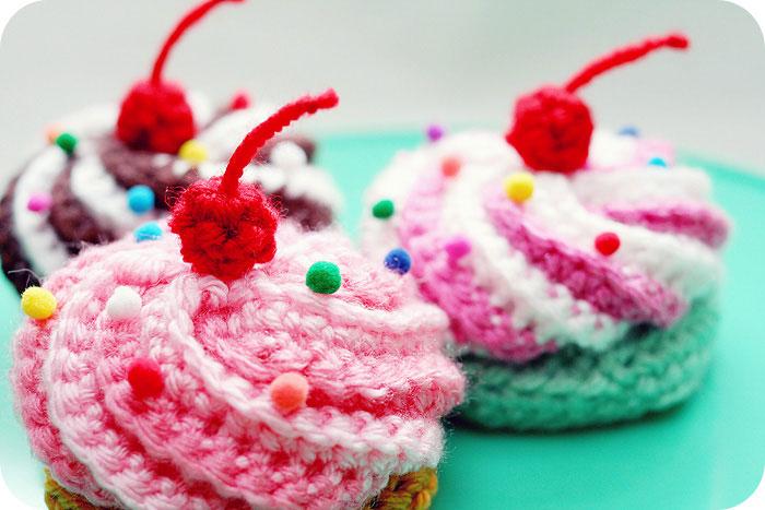 Вязаные пирожные крючком амигуруми