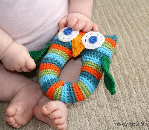 Игрушка крючком вяжем для новорожденных