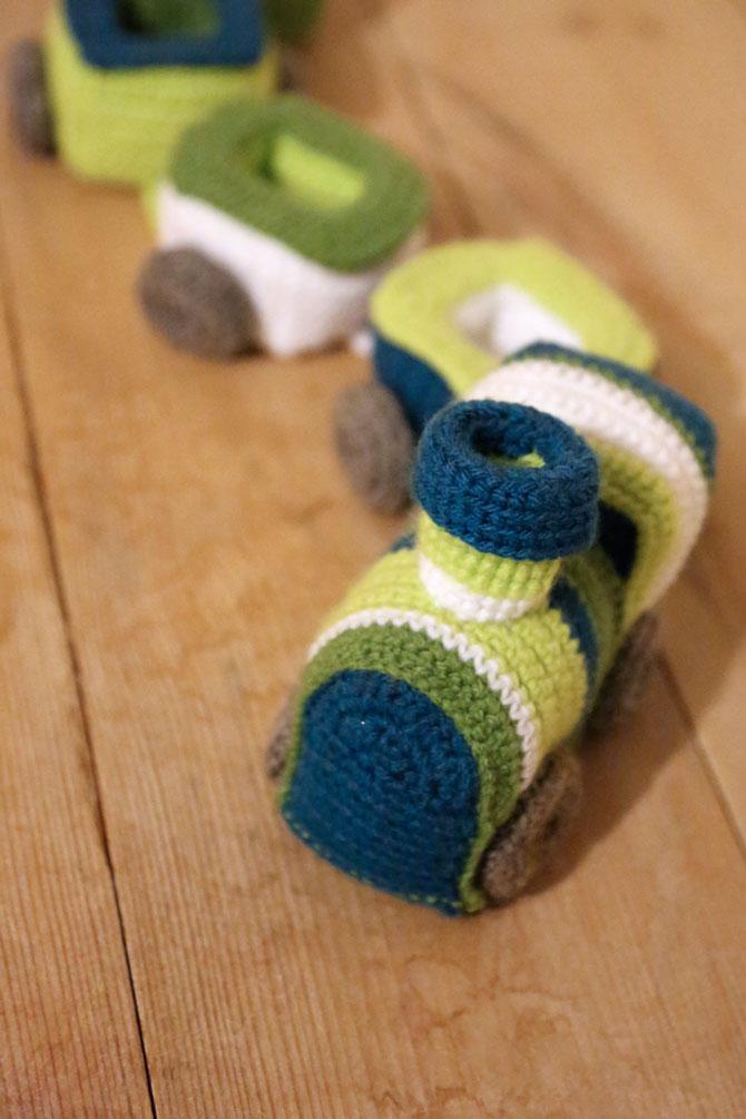 Игрушки амигуруми паровозик крючком