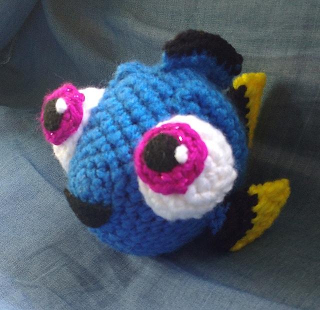 Рыбка Дори крючком схема вязаной игрушки