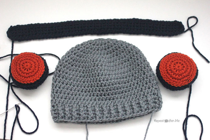 Вязаная шапка крючком с наушниками схема и описание