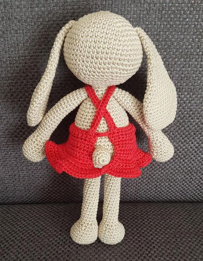 Амигуруми зайка в платье схема вязаной игрушки крючком описание