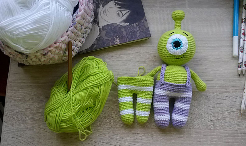 Вязаная игрушка инопланетянин Пип схема вязания амигуруми крючком