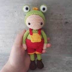 кукла амигуруми в костюме лягушонка схема вязаной игрушки крючком