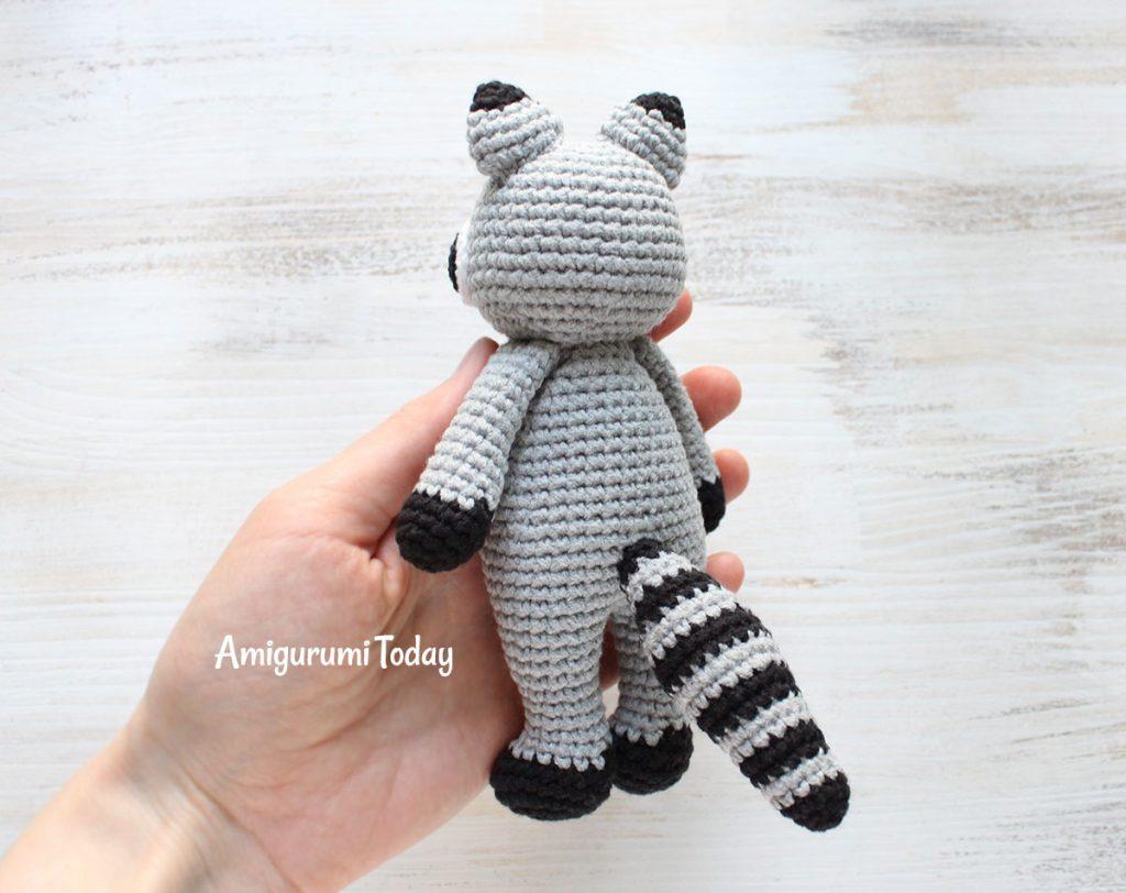 Енот-обнимашка - схема вязаной игрушки амигуруми крючком