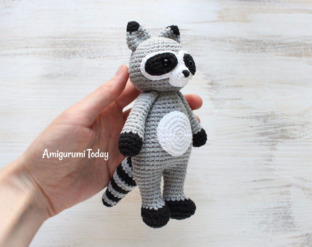 Енот-обнимашка - схема вязаной игрушки амигуруми