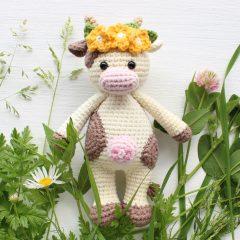 Корова обнимашка описание вязаной игрушки амигуруми крючком